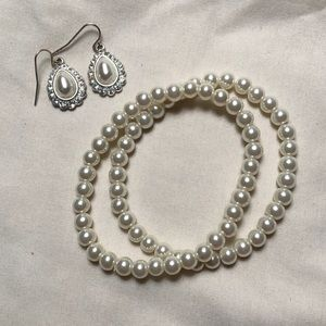Sophisticated pearl earrings and bracelets set